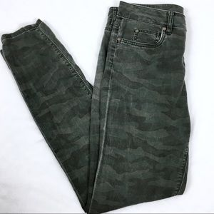 Two by Vince Camuto Camouflage Skinny Ankle Pants